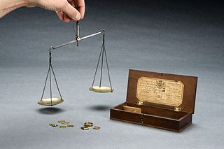 320px-apothecary27s_balance_with_steel_beam_and_brass_pans_in_woode_wellcome_l0058880